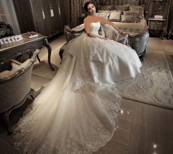عکس لباس عروس طرح دار